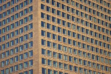 Fensterfront von Hochhaus