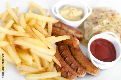 bratwurst mit sauerkraut und pommes frittes stockfotos und lizenzfreie bilder auf. Black Bedroom Furniture Sets. Home Design Ideas