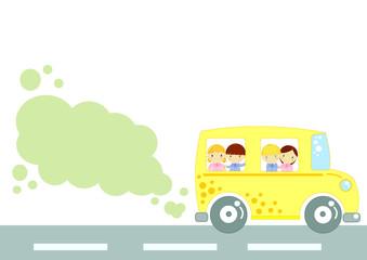 scuola bus con nuvoletta e spazio per testo