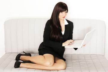 Frau zuhause online