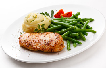 Roasted chicken breast and green beans