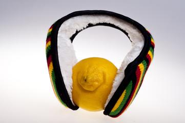 Cytryna w nausznikach reggae