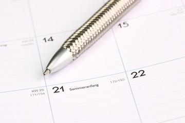 Kalender mit Stift Sommeranfang