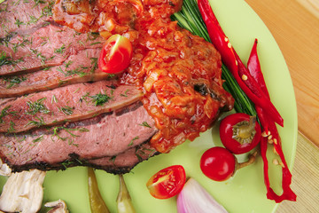 beef on plate with peppers
