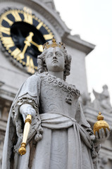Statue of Queen Anne in front of St Paul's Cathedral in London