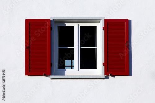 rote fensterl den stockfotos und lizenzfreie bilder auf. Black Bedroom Furniture Sets. Home Design Ideas