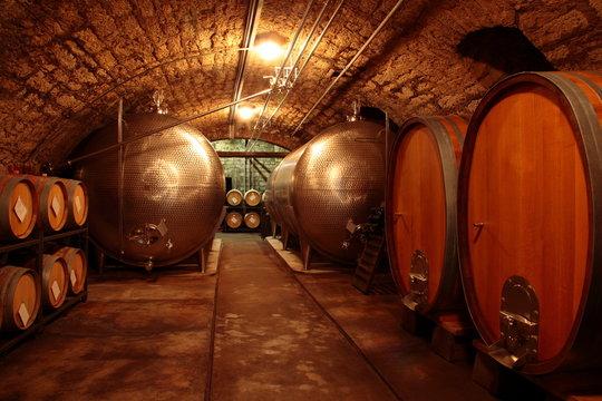 Eichenfässer alter Weinkeller Deutschland