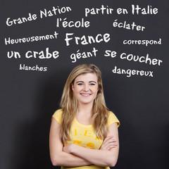 schülerin mit französisch vokabeln