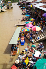 Amphawa floating market show life of thai people, that live near