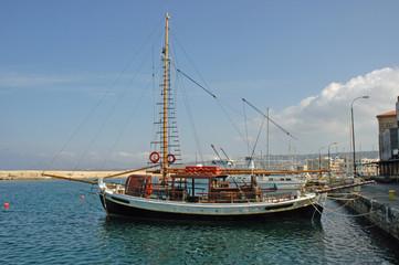 Boot im Hafen von Chania