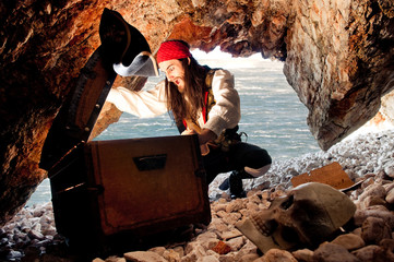 Surprised pirate opens treasure chest