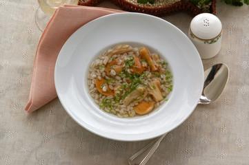Sopa de cebada perlada y rebozuelos