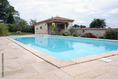 Belle piscine d 39 une maison du sud de la france 03 for Acheter une maison sud de la france