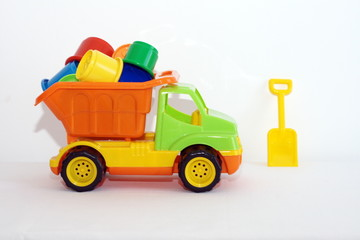 игрушки грузовик и лопатка