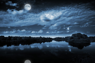 Fototapete - Moonlight over a lake