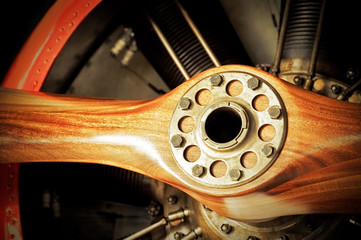 Fototapete - vintage redwood aircraft propeller and engine