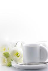 トルコキキョウとコーヒーカップ