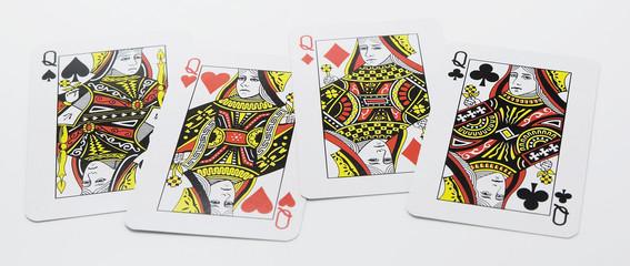 4枚のクイーンのカード