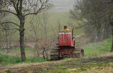paysan partant au champ