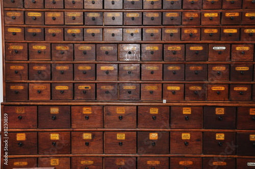 Quotapothekerschrankquot stockfotos und lizenzfreie bilder auf for Apothekerschrank kaufen