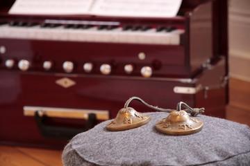 Harmonium und Klangschalen