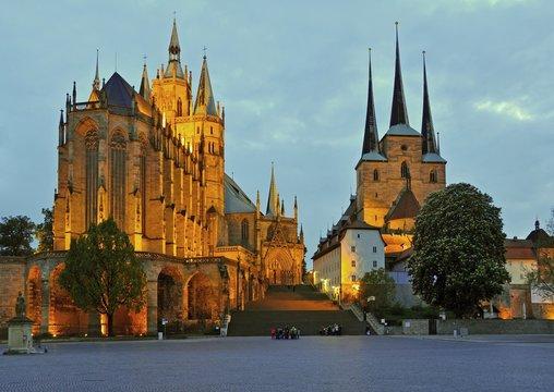 Domberg von Erfurt zur blauen Stunde