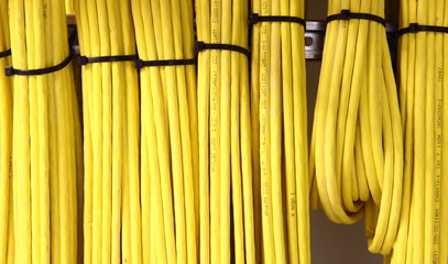 Kabelgewirr gelbe Kabel