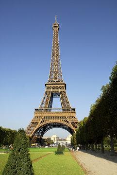 Tour Eiffel de Paris sur le Champ de Mars