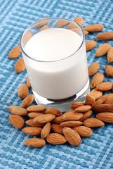 latte di mandorla due