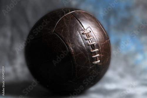 ballon de foot en cuir avec lacet photo libre de droits sur la banque d 39 images. Black Bedroom Furniture Sets. Home Design Ideas