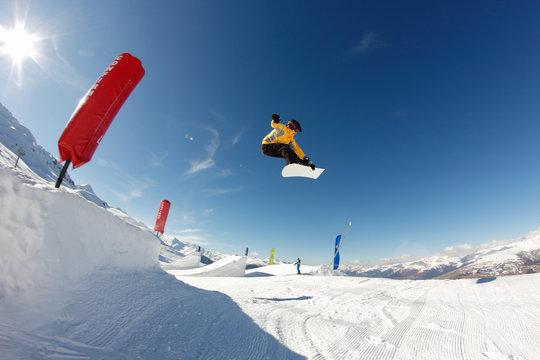 Saut snowboard freestyle