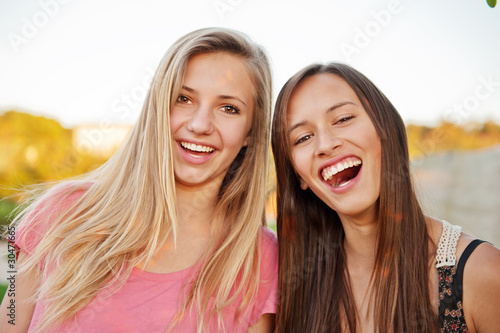 free photo of girls laughing № 12059
