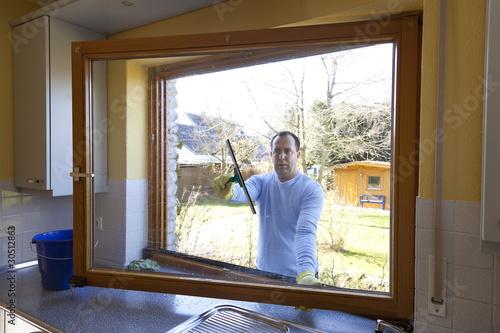mann beim fenster putzen stockfotos und lizenzfreie bilder auf bild 30512863. Black Bedroom Furniture Sets. Home Design Ideas