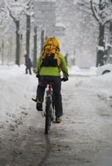 circulation à vélo sous la neige