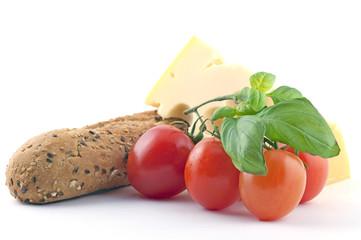 Pane formaggio e pomodori rossi