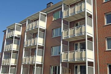 Fassade eines Wohngebäudes in Kiel, Deutschland