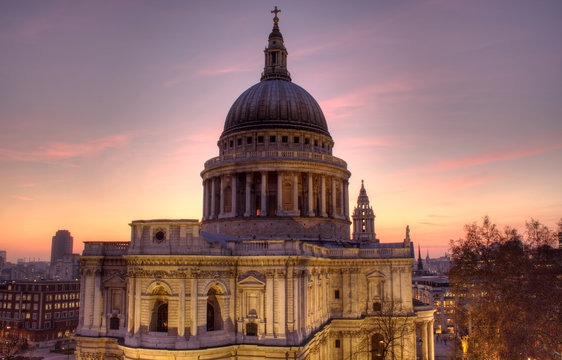 St Paul's Cathedral at dusk