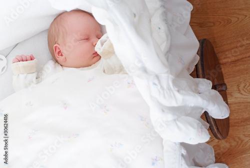 My sweet baby stubenwagen mit haube bär mit schleife braun