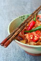 Kimchi mit Stäbchen