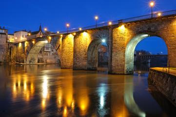 vieux pont de pierres (France, Villeneuve/Lot)