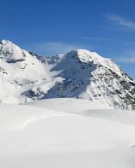 dunes de neige fraiche en haute montagne