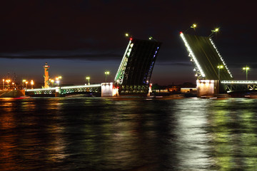 Palace Bridge drawbridge and Rostral Column at night.