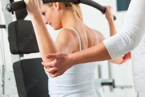 Patientin bei der Physiotherapie