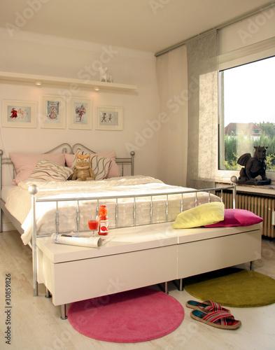 schlafzimmer modern bett stockfotos und lizenzfreie bilder auf bild 30859826. Black Bedroom Furniture Sets. Home Design Ideas