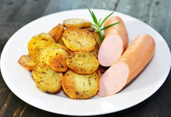 Teller, Wurst, Kartoffeln