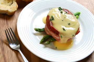 Beef Filet with Hollandaise