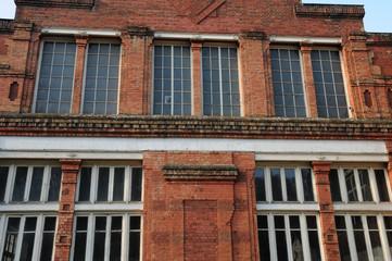 usine ancienne en briques à Bonnières sur Seine