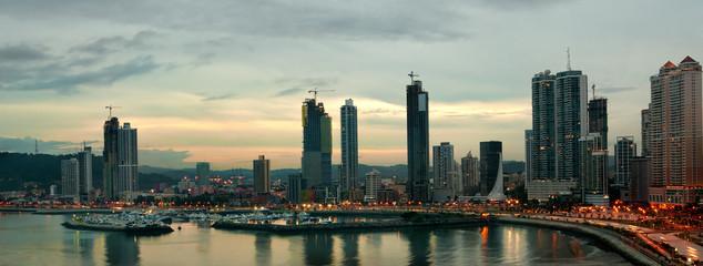Spoed Fotobehang Bleke violet Panama city