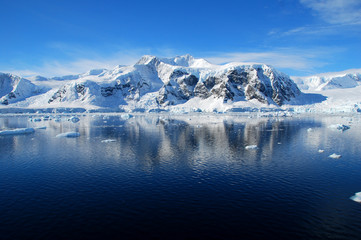 Fototapete - antarctic landscape, blue skies