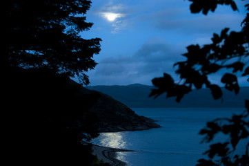 In de dag Volle maan Moonlight Over Loch Linnhe